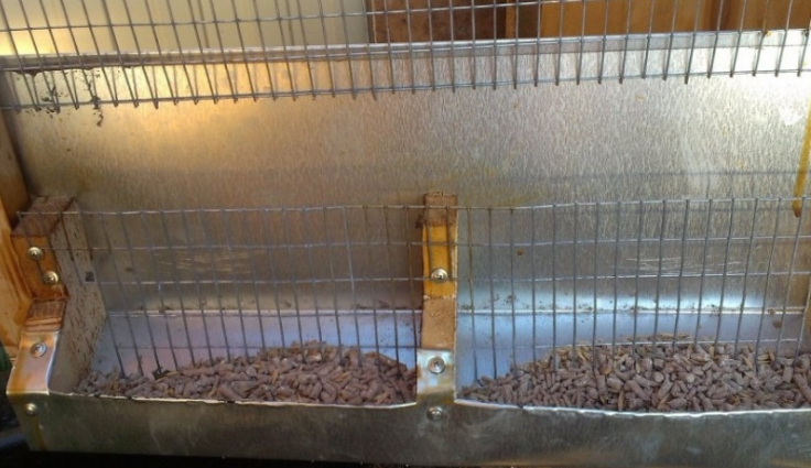 Кормушки для кроликов из подручных материалов